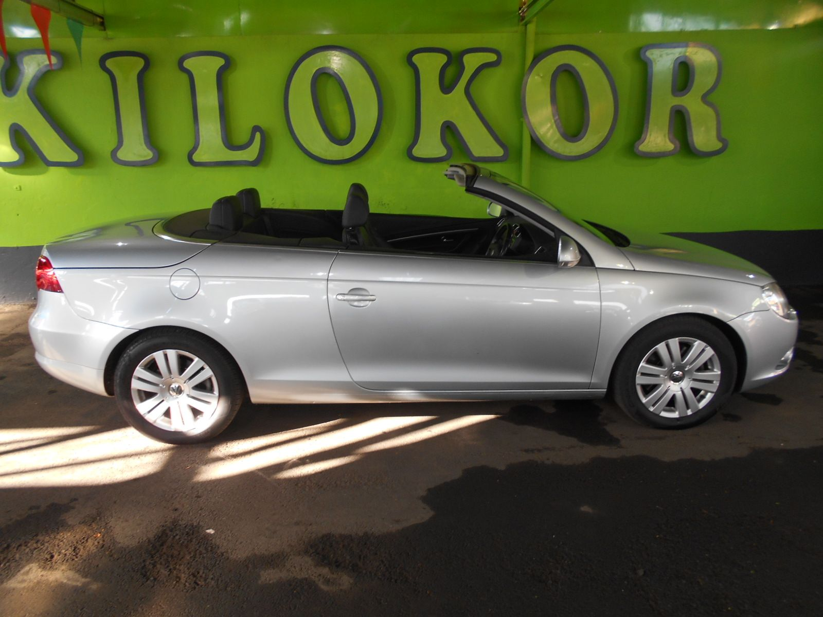2008 volkswagen eos r 159 990 for sale kilokor motors. Black Bedroom Furniture Sets. Home Design Ideas